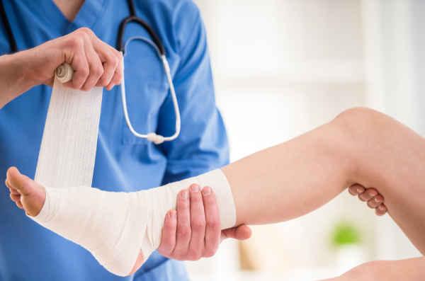 First Aid ปฐมพยาบาลเบื้องต้น ช่วยไว้ก่อนสาย